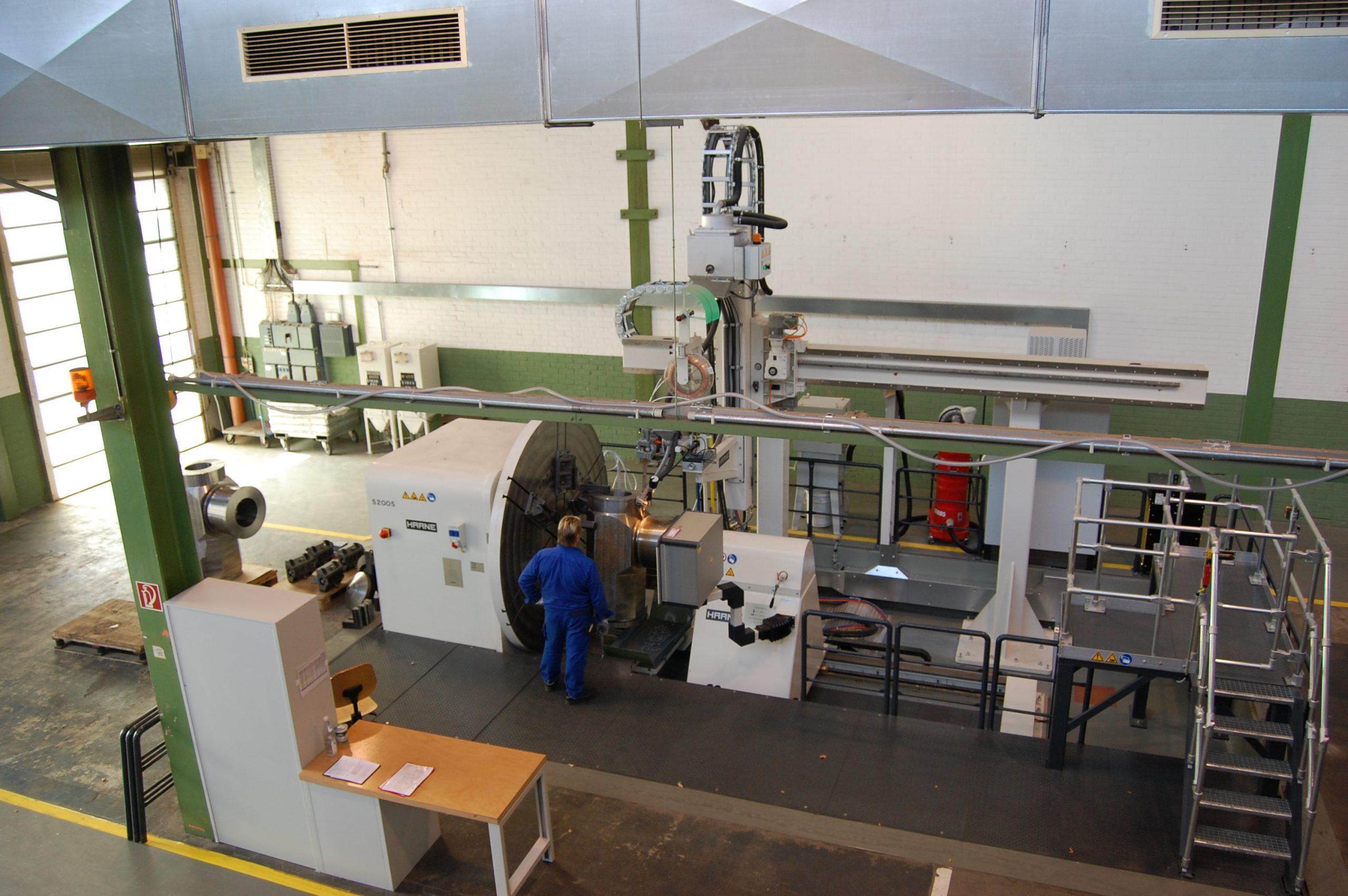 Flexible welding station for high pressure valves