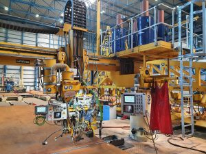 Plate welding station