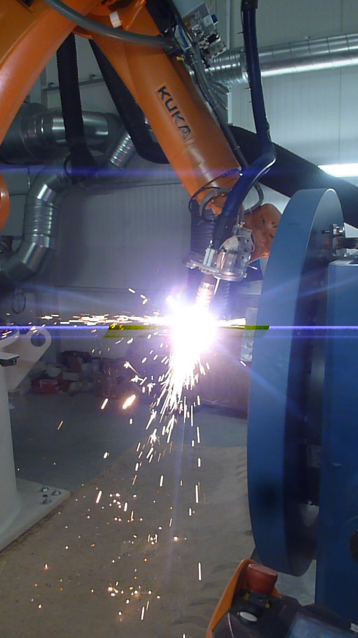 Robots for welding and cutting, multifunction unit
